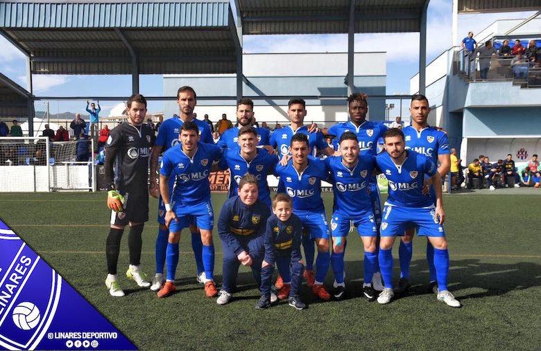Once inicial del Linares en el empate frente al Vélez CF