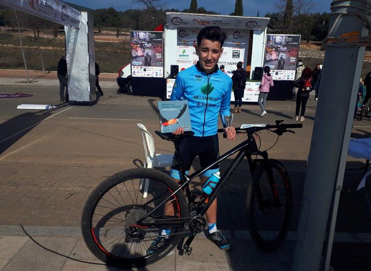 Luis López, de la Escuela de Ciclismo Bujarkay-Triki Beltrán, en la Vuelta a Córdoba