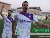 El Real Jaén doblega al Huétor Tájar para reforzar su liderato