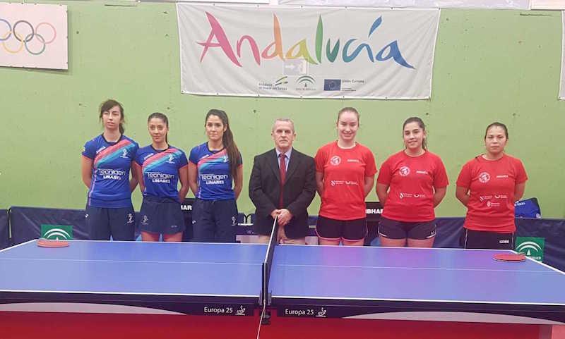 Las palistas del Tecnigen Linares y el Ciudad Narón en la sala Felipe VI de tenis de mesa