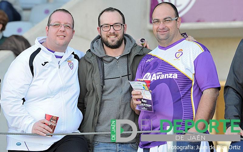 Aficionados del Real Jaén en el Estadio de La Victoria