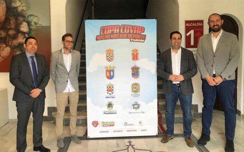 Autoridades durante la presentación de la Copa Covap