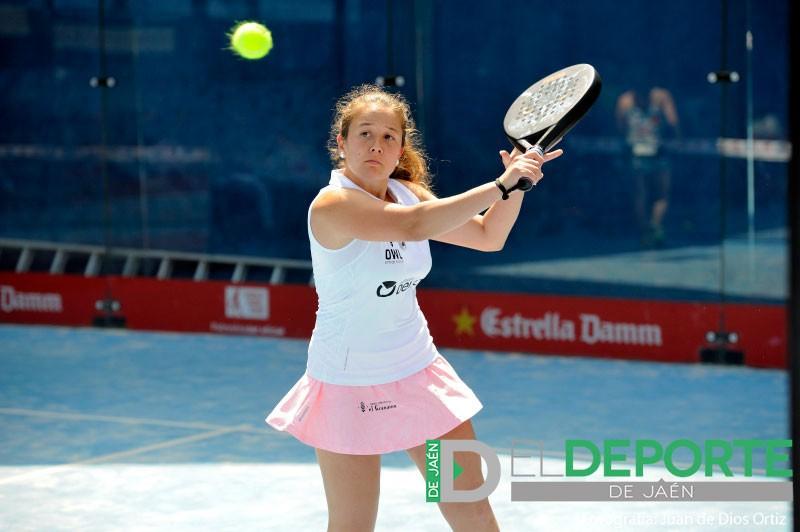Marta Porras golpea una bola en el Jaén Open 2018