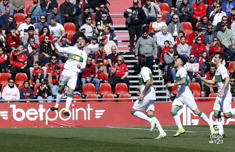 Los jugadores del Elche celebran el gol anotado por Iván Sánchez.
