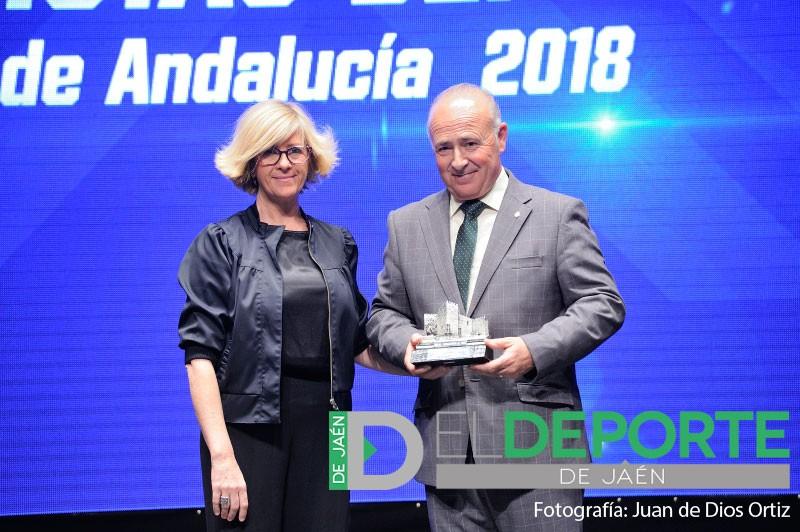 Germán Aguayo recibe el premio del Jaén FS