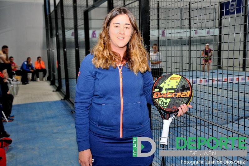 Laura Martínez en una pista de padel