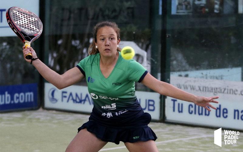 Marta Porras golpea una pelota en un partido de World Padel Tour