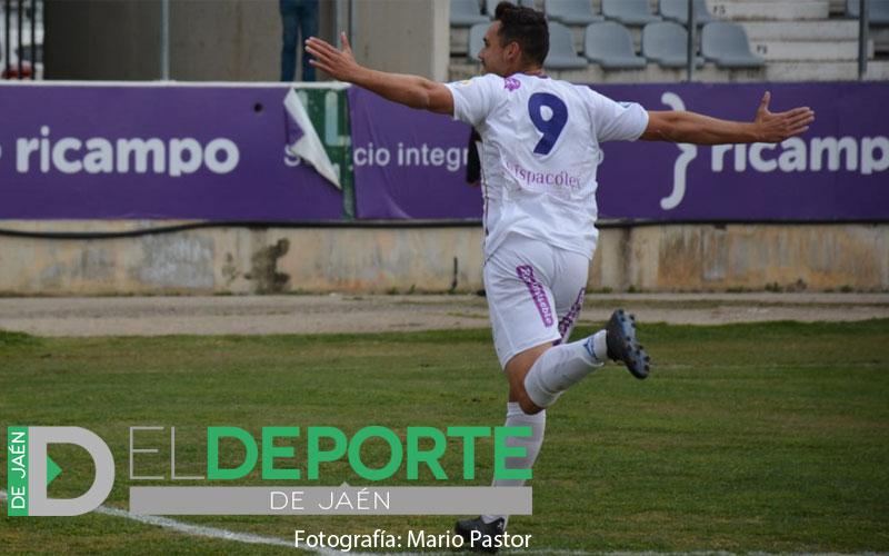 Antonio López celebra un gol del Real Jaén CF