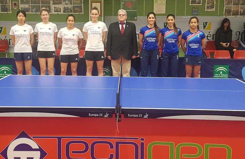 Las palista del Tecnigen Linares y Alicante TM antes del partido. Foto: Tecnigen Linares