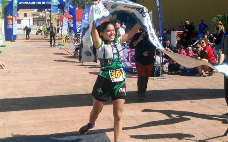 Andrea Arjona cruzando la meta