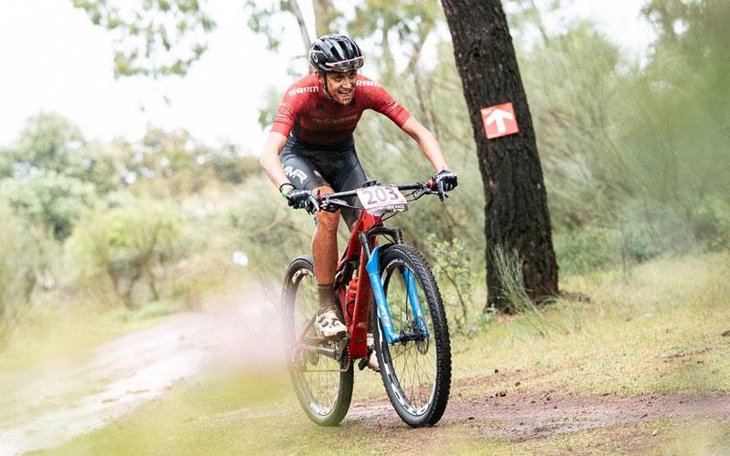 Ciclista durante la flash stage de la Andalucía Bike Race 2019