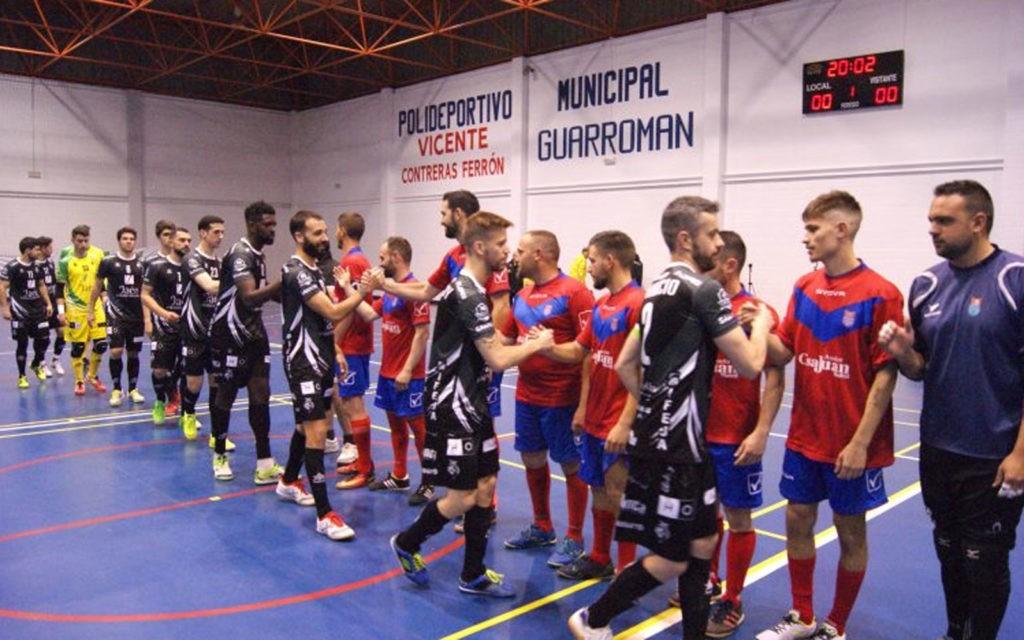 Jugadores del Jaén FS y Guarromán se saludan