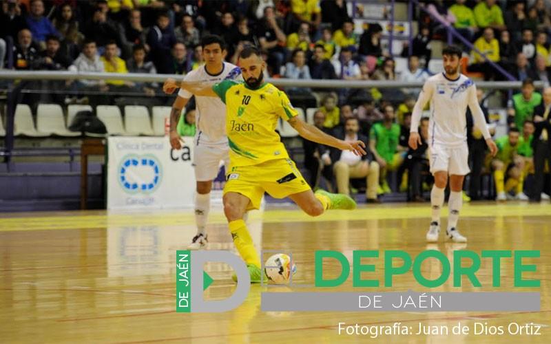 Carlitos, Jaén FS, disparando a puerta