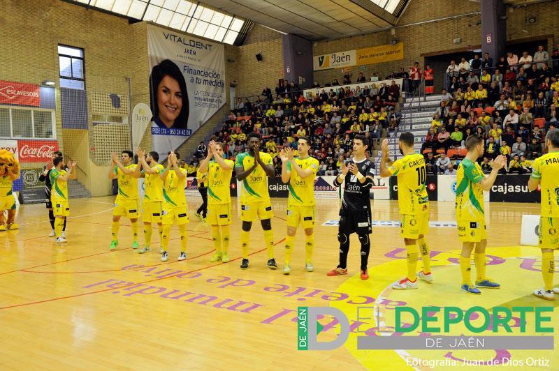 Jugadores del Jaén FS saludan al público antes de un partido