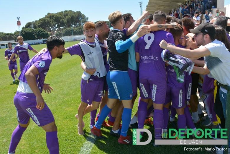 El Real Jaén vence al Juventud de Torremolinos y continúa líder.