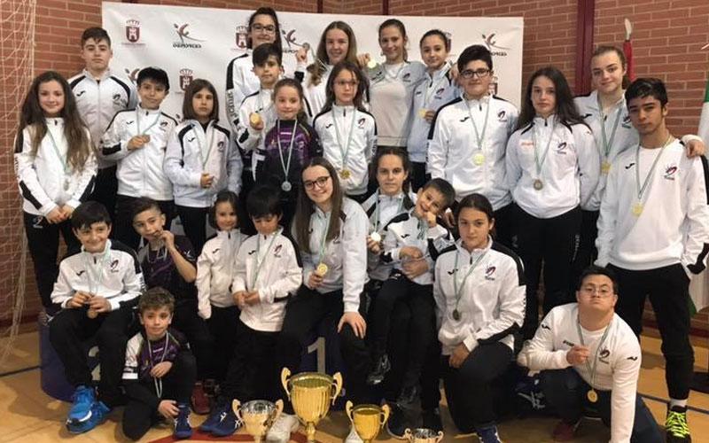 Los luchadores de Torredelcampo reciben sus medallas y trofeos