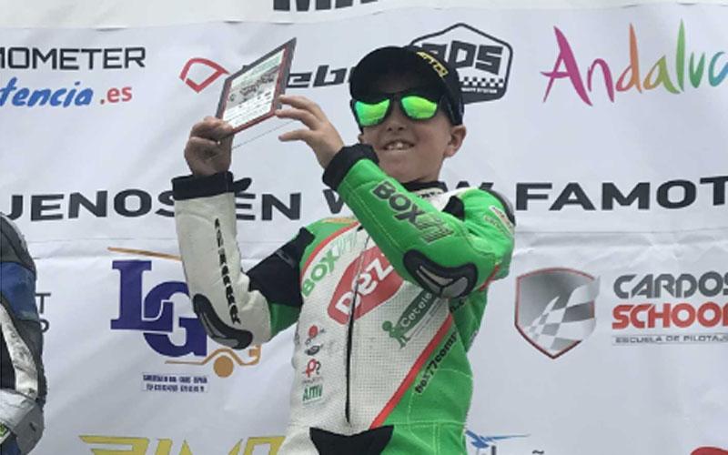 Nano Calahorro recoge el trofeo de campeón