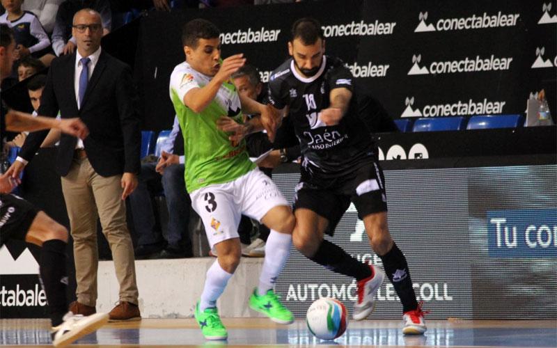 Jugadores del Jaén FS y Palma Futsal en una acción del partido