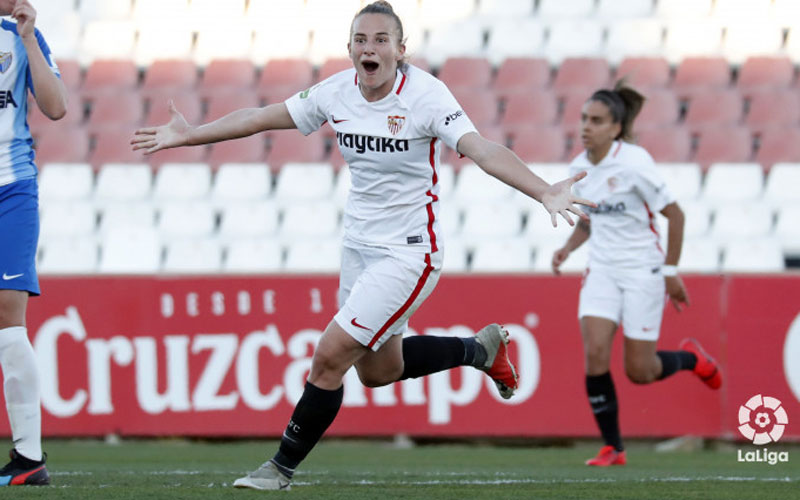 Raquel Pinel celebra un gol con la camiseta del Sevilla FC