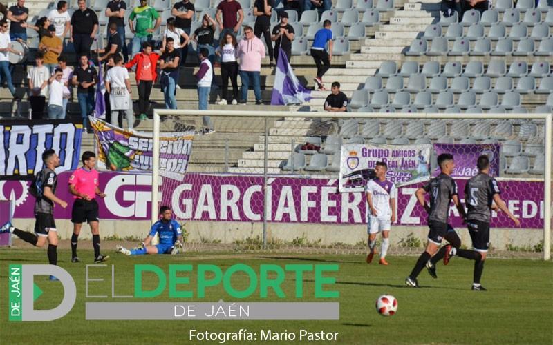 Jugadores del Antequera celebra un gol contra el Real Jaén