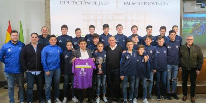El presidente de la Diputación recibió a la selección jiennense. Foto: Diputación de Jaén.