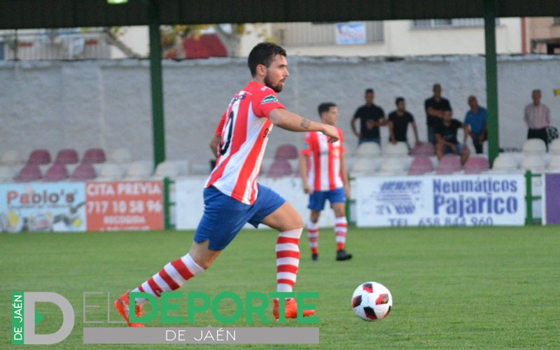 Un jugador del UDC Torredonjimeno durante un partido