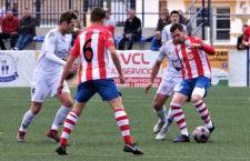 El Torredonjimeno no consiguió sumar en el campo del Vélez. Foto: Jesús Hurtado.