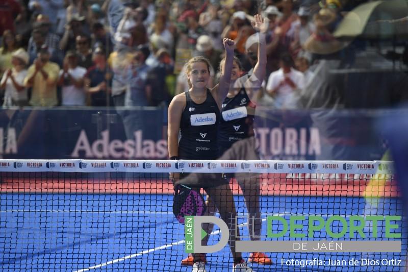 Ariana Sánchez y Ale Salazar celebran su victoria en el Jaén Open 2019