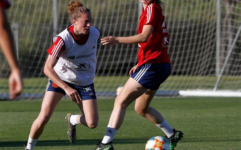 Celia Jiménez durante un entrenamiento con la selección española