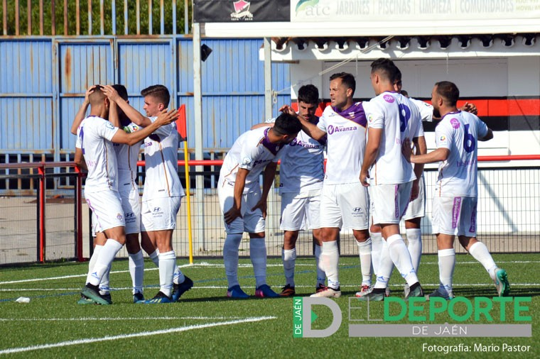 Jugadores del Real Jaén celebrando un gol
