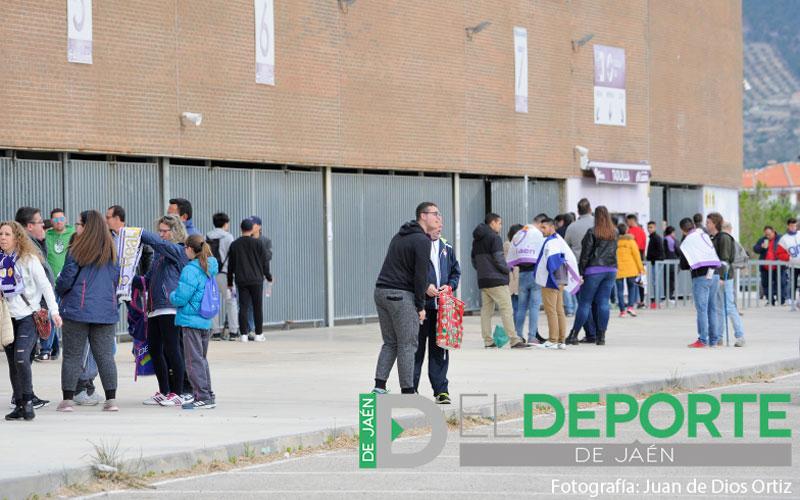 Aficionados del Real Jaén pasean por el Estadio La Victoria
