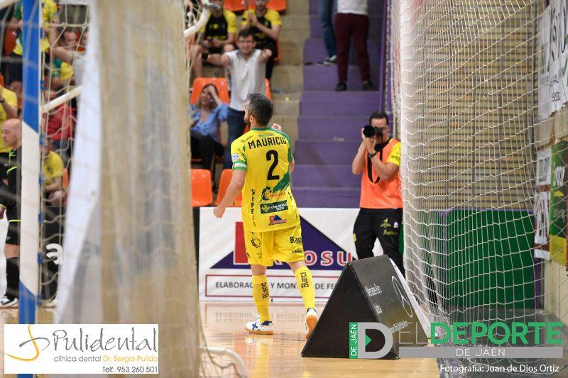 Mauricio, del Jaén FS, celebra un gol