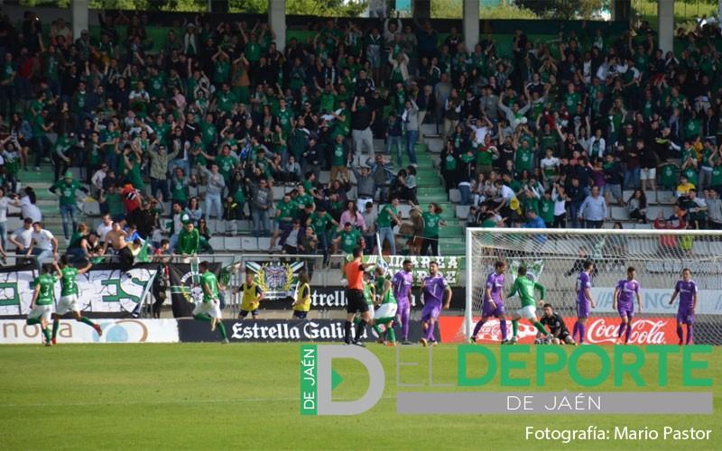 Jugadores y afición del Racing de Ferrol celebran el gol al Real Jaén