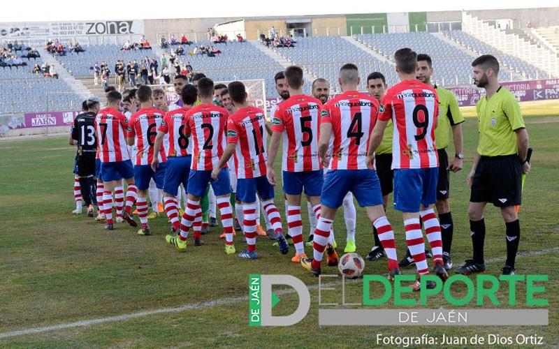 Jugadores del UDC Torredonjimeno en un partido