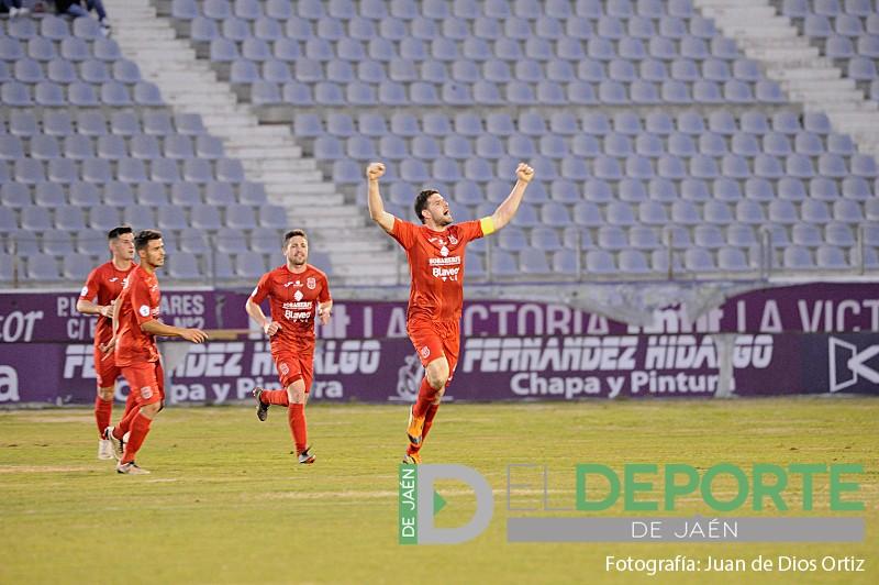Jugadores del CD Torreperogil celebran un gol