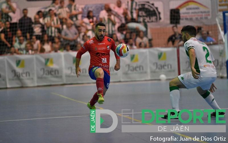 Manu Orellana en un partido con el Mengíbar FS