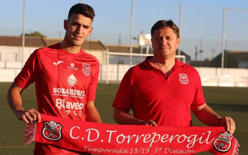 Pedro López en su presentación como jugador del CD Torreperogil
