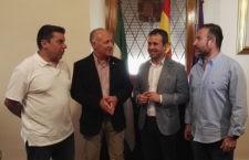 Julio Millán ha recibido a los directivos del club amarillo. Foto: Ayto. Jaén.
