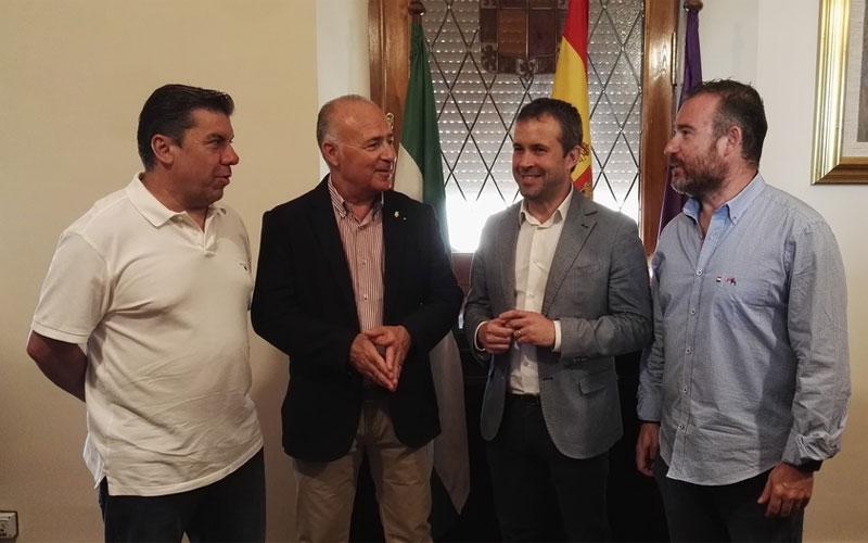 El alcalde de Jaén junto a los directivos del Jaén FS