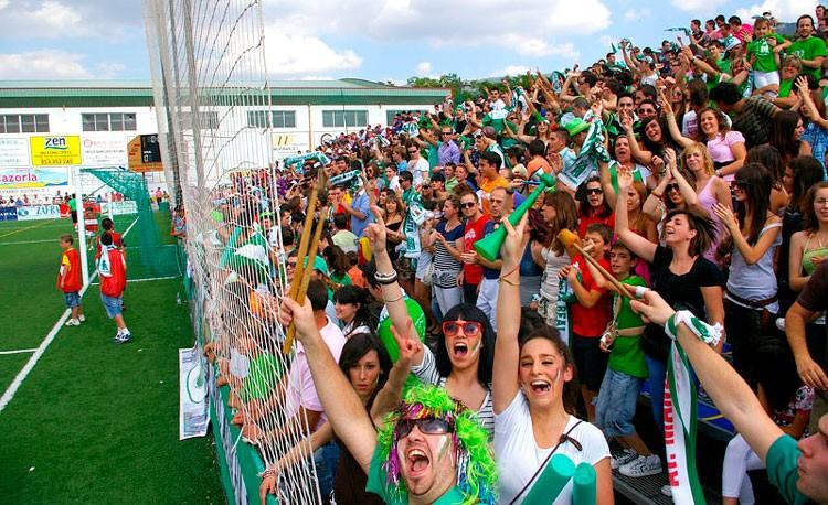 Afición del Atlético Mancha Real en La Juventud