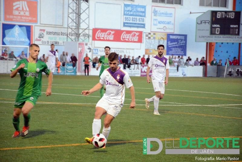 Pablo Siles durante un partido con el At. Mancha Real