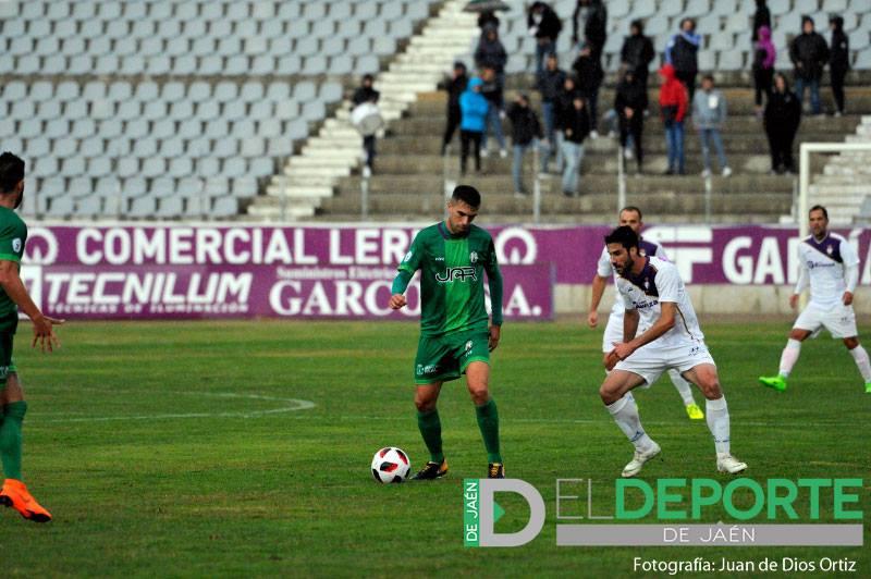 Salva Rivas durante el partido contra el Real Jaén en La Victoria