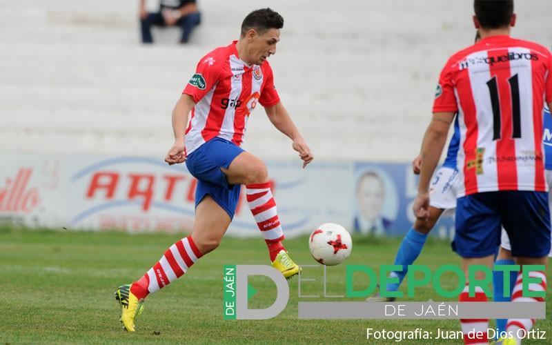 Javi Luque en un partido con el Torredonjimeno