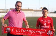 El joven extremo llega desde la UD Almería. Foto: CD Torreperogil.