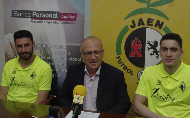 Chano y Gozi junto al presidente del Jaén FS