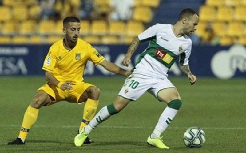 Iván Sánchez en un partido con el Elche CF