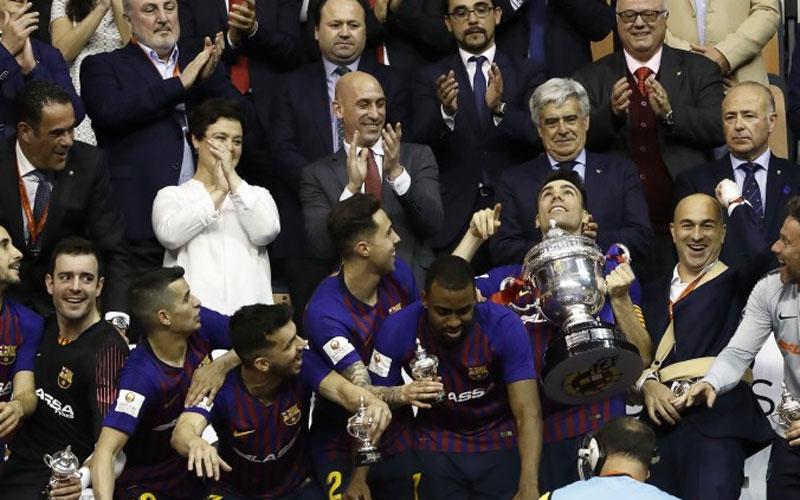 Luis Rubiales entrega la Copa del Rey de Fútbol Sala 2019