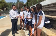 Julio Millán visita a la campeona de España de natación, María de Gádor Luque