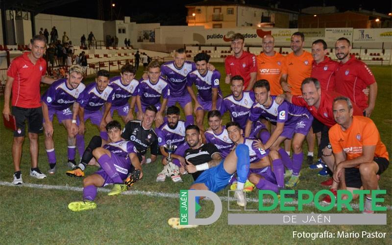 Jugadores del Real Jaén posan tras la victoria