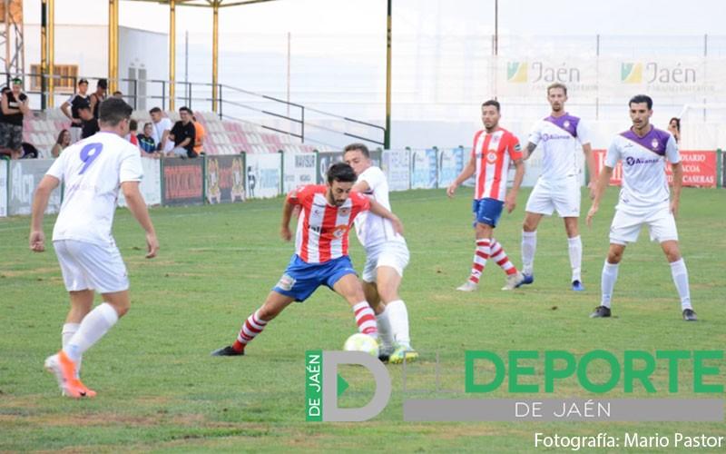 Jugadores de la UDC Torredonjimeno y Real Jaén